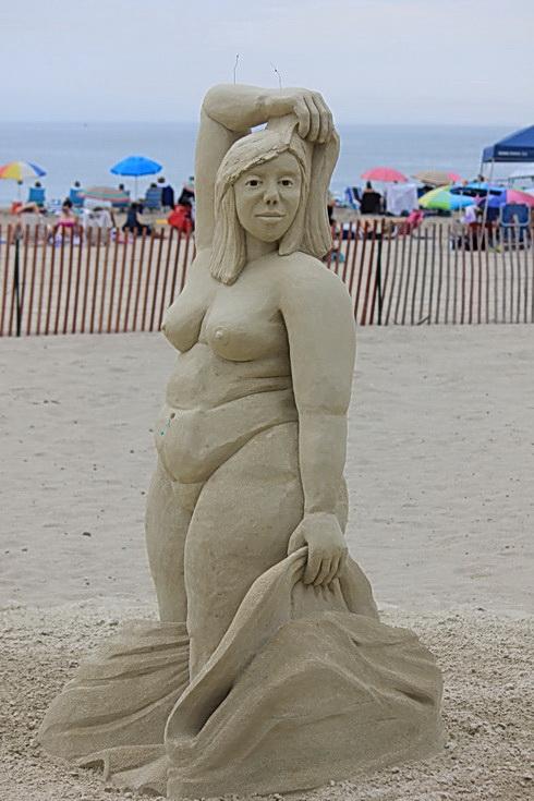 Sand Sculpture - luscious girl! - Fun BBW
